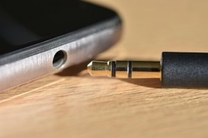 Fix your standard audio jack and 3.5 mm jack on the phone